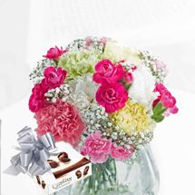 Picture of Carnation Classic with  Chocolates